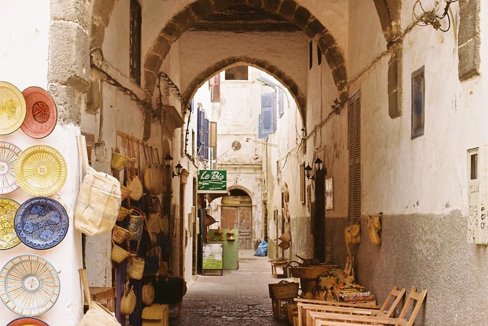 Un callejón de la Medina en Essaouira, Marruecos.